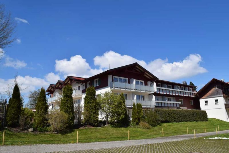 Hotelansicht-Tennisplatz