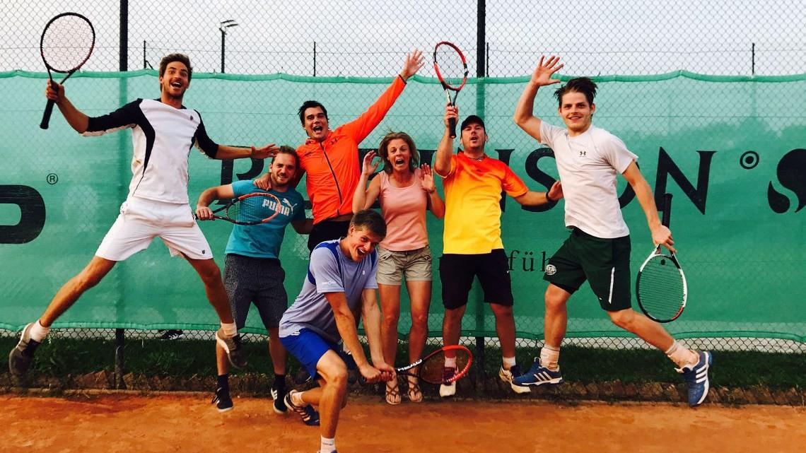 Bist du auch so tennisverrückt wie wir? DANN BEWIRB DICH JETZT FÜR DAS TEAM TENNIS-POINT 2017!